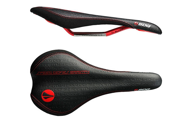 SELLE SDG CIRCUIT RAILS TI-ALLOY NOIRE /ROUGE